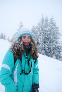 une eclaireuse sous la neige